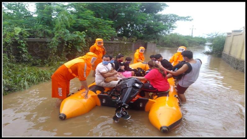 Heavy Rains In Mumbai And Maharashtra Rescue Teams Train Services Hit Sc Railway Cancel Train Services 2