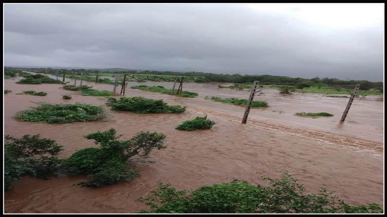 Heavy Rains In Mumbai And Maharashtra Rescue Teams Train Services Hit Sc Railway Cancel Train Services 4
